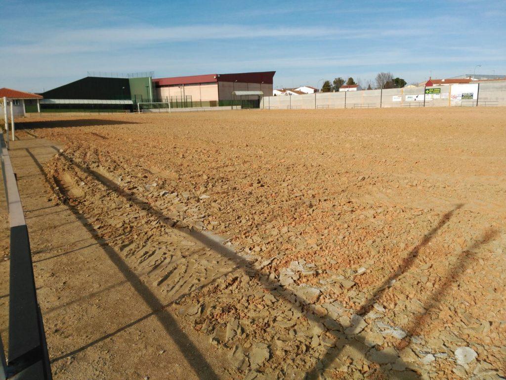 Comienzo de las obras para la instalación de césped artificial en nuestro campo de fútbol municipal