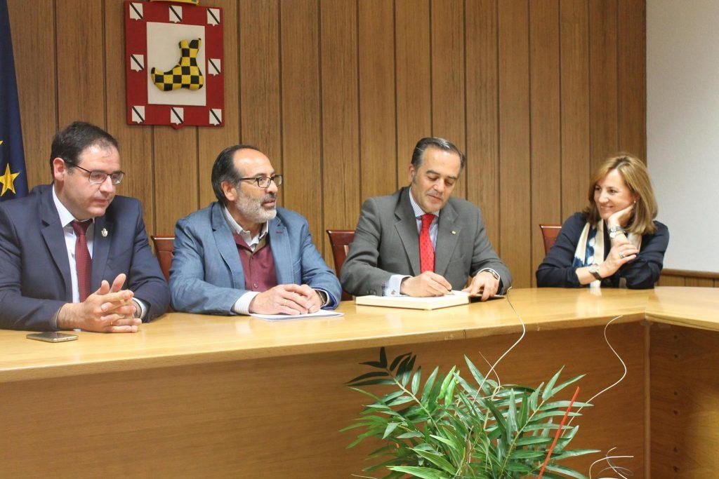 Visita institucional del delegado del Gobierno en Castilla-La Mancha, José Julián Gregorio, a El Provencio