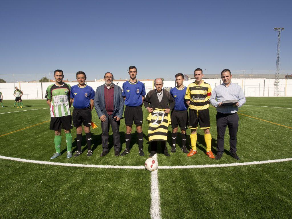 El pasado domingo día 9 de abril se jugó el primer partido sobre el nuevo césped artificial de El Provencio